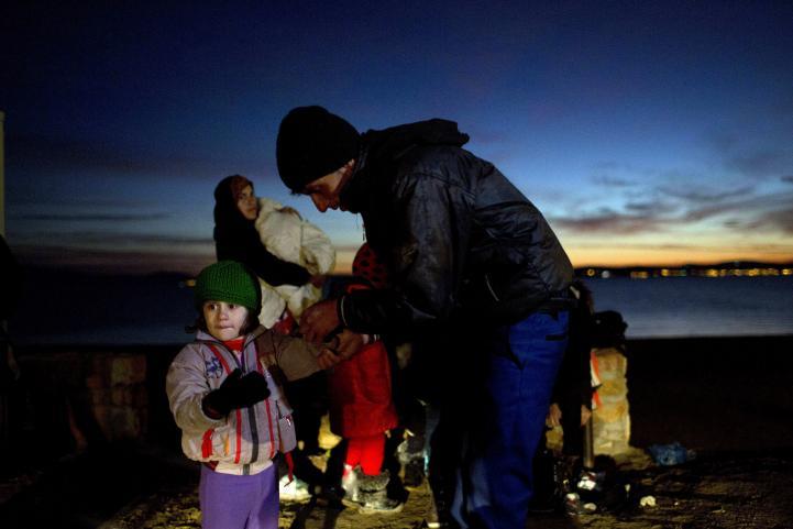 Miles de migrantes continúan llegando a Grecia pese al mal clima