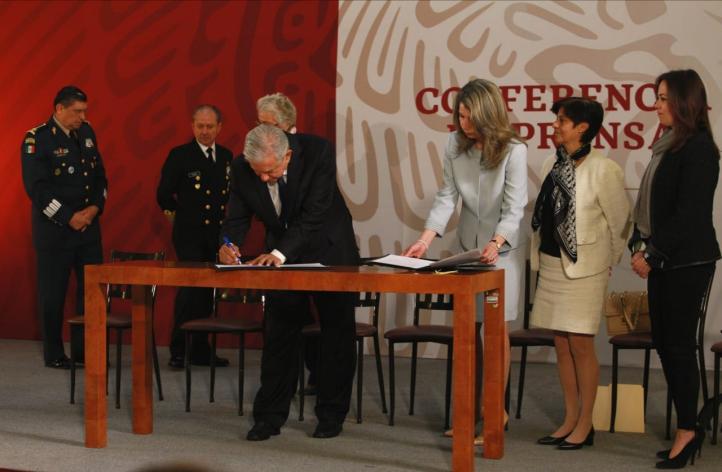 Firma AMLO acuerdo con UNESCO para termoeléctrica