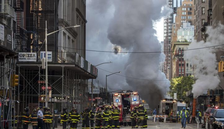 Explosión de vapor en la Quinta Avenida de Manhanttan