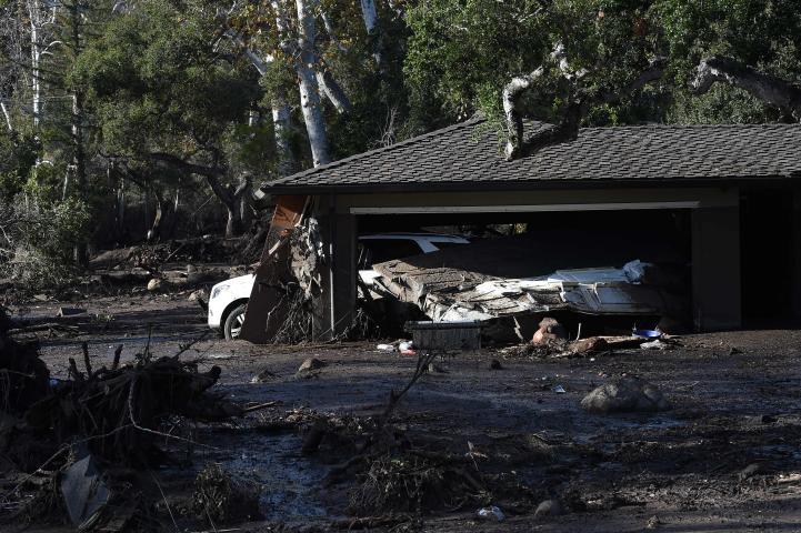 Continúa búsqueda de víctimas tras inundaciones en California