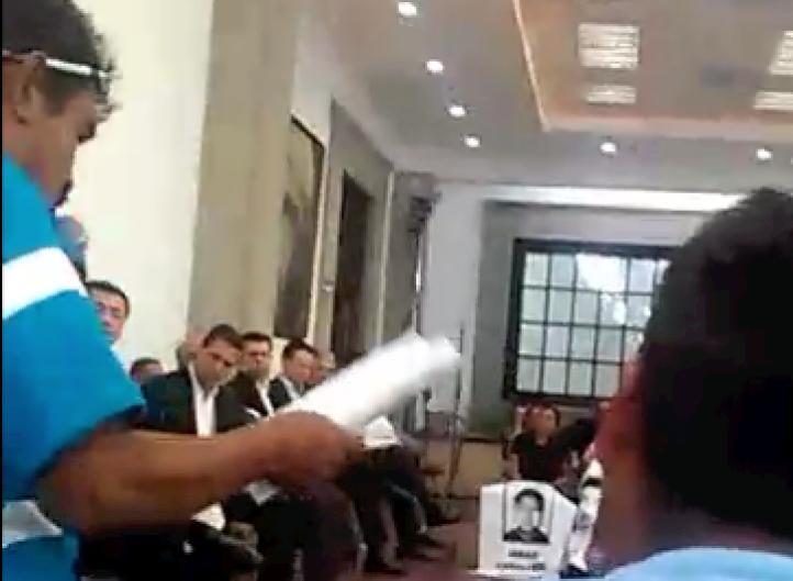 """""""Si usted no actúa, también va a ser culpable"""": advierten familiares de normalistas, en reunión con Peña"""