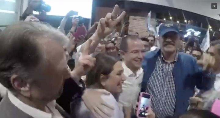 Fox recibe a Ricardo Anaya en el aeropuerto de la CDMX