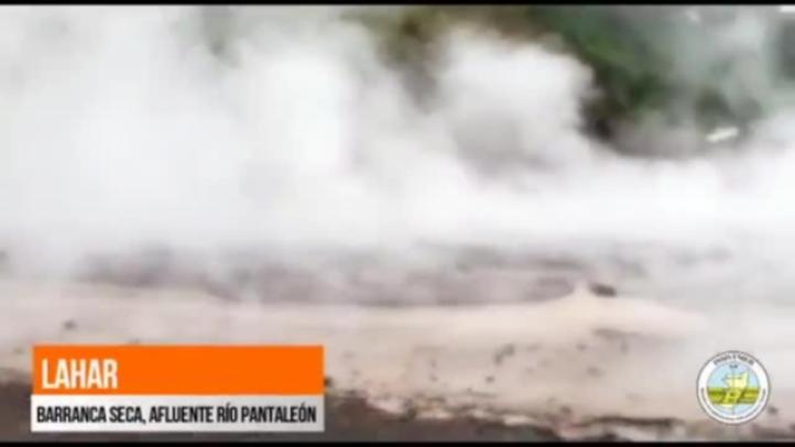 Volcán de Fuego | Continúa el descenso de lahar en la barranca Seca