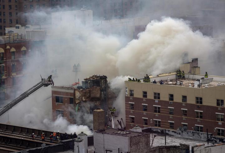 Explosión por fuga de gas derrumba dos edificios en NY; hay dos muertos