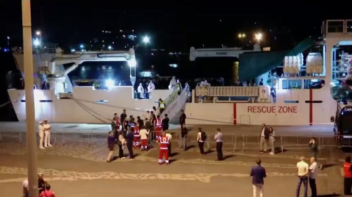 Rescatan en altamar a 27 niños migrantes; les permiten desembarcar en Italia