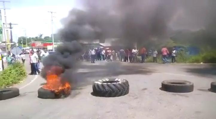 Tabasco: Decenas de heridos y detenidos en protesta vs reforma educativa