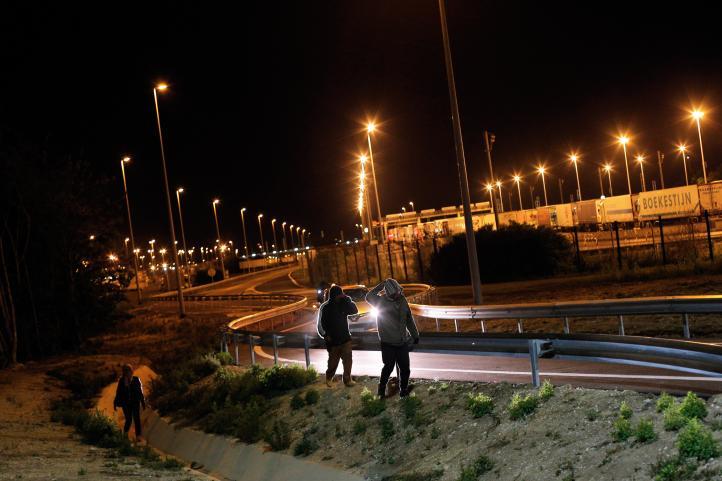 Muere migrante al tratan de cruzar el eurotúnel hacia Gran Bretaña