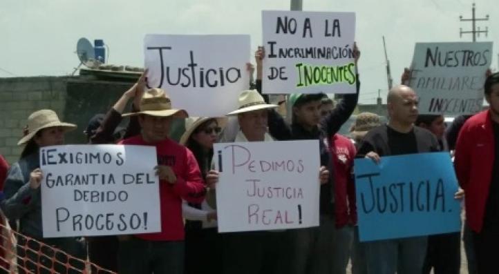 Familiares de los trabajadores del penal detenidos tras fuga de 'El Chapo'