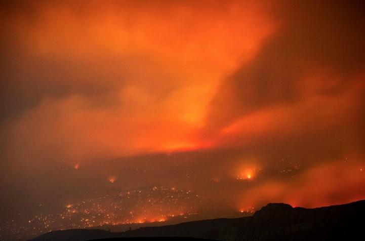 Más de 3 mil 500 personas evacuadas por incendios forestales en California
