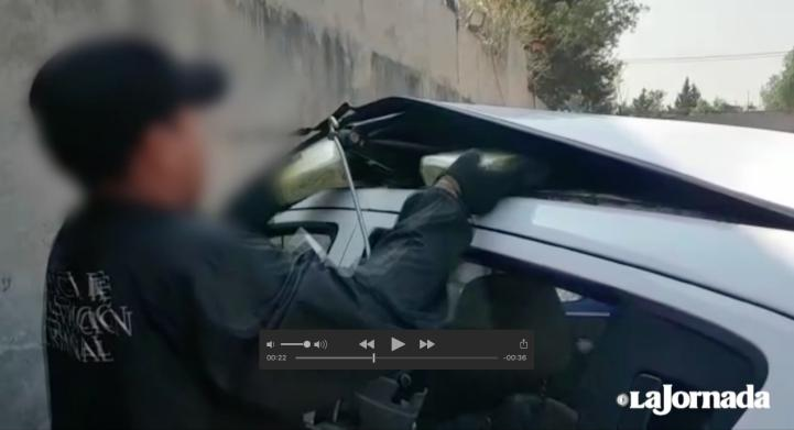 Hallan 1.7 millones de dólares y dosis de posible cristal en tres coches en la Celaya-Querétaro