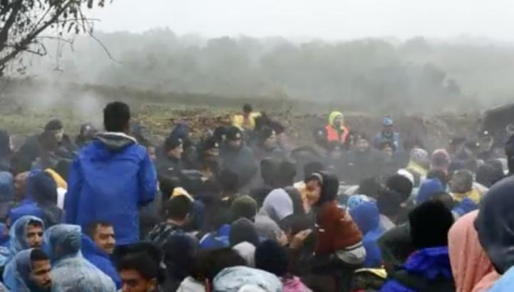 Migrantes en un embudo en los Balcanes