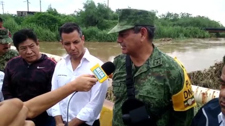 Gobernador de Oaxaca recorre zona afectada por Beatriz