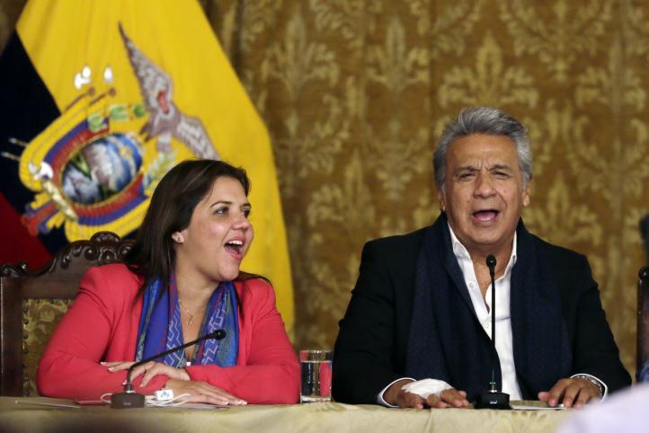 Votan por limitar la reelección presidencial en Ecuador
