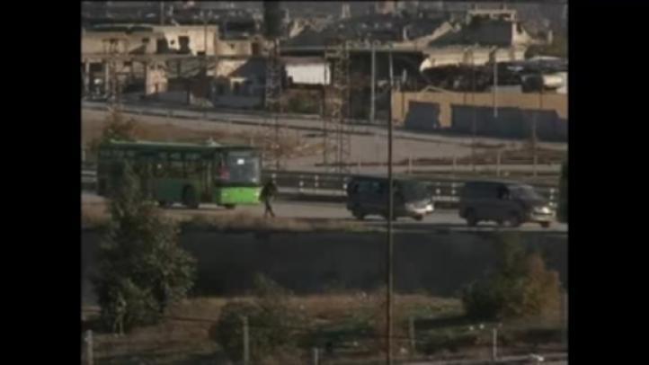 Rebeldes, civiles comienzan a salir de Aleppo