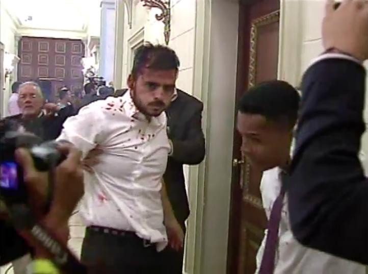 Venezuela: Presuntos oficialistas toman el Congreso y atacan a diputados opositores