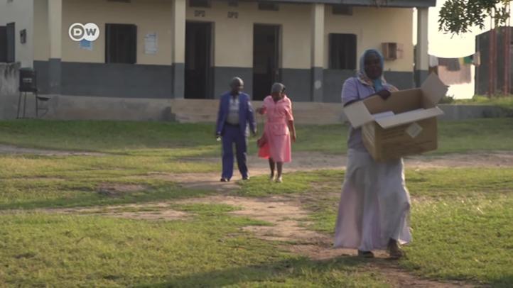 Uganda: el uso alternativo de los condones en la minas de sal
