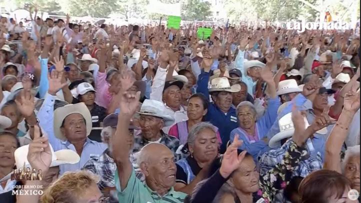 A mano alzada, pobladores de Atlixco aceptan reconciliación con EU