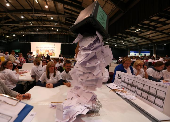 Cierran urnas de referéndum sobre la independencia de Escocia