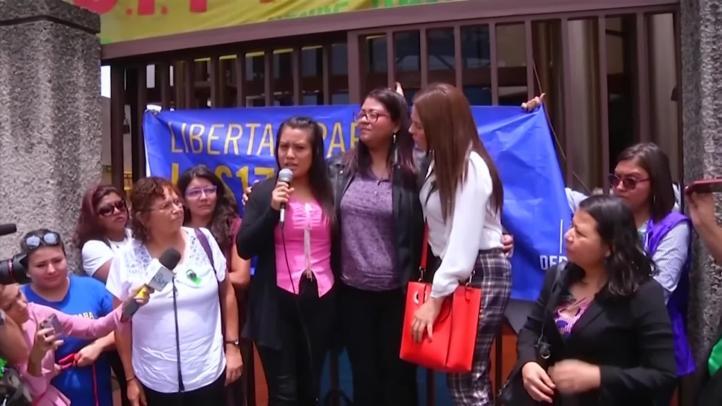 Juez salvadoreño exonera a joven que sufrió aborto