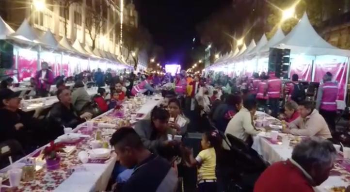 Cena navideña en el Zócalo de la CDMX