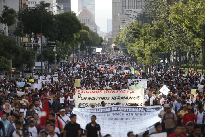 """""""Su rabia también es la nuestra"""": apoyo a los normalistas de Ayotzinapa en México y el extranjero"""