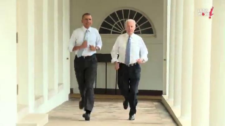 Obama y Biden corren en la Casa Blanca