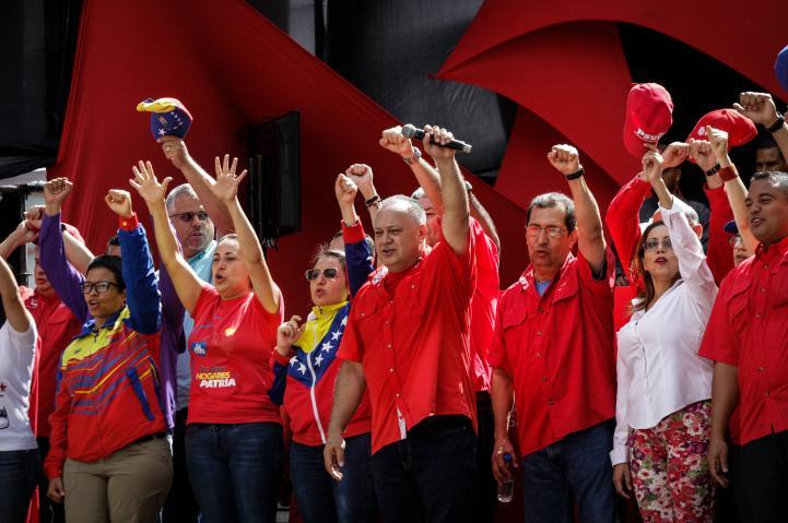 A dos días del atentado, miles marchan en apoyo a Maduro