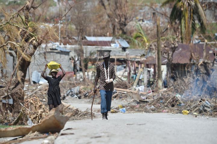 Afectados por huracán en Haití esperan ayuda humanitaria