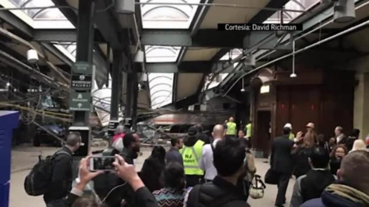 Tren de pasajeros choca contra una estación en Nueva Jersey
