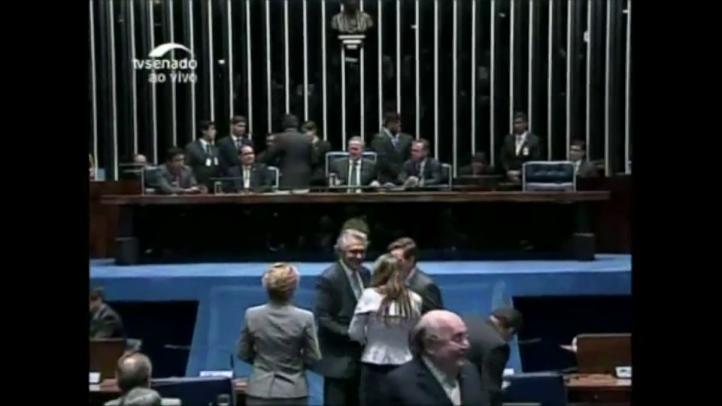 Senadores brasileños discuten el juicio político a Rousseff