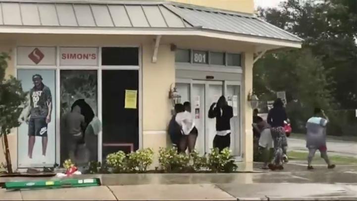Saqueos en tiendas durante el paso del huracán Irma