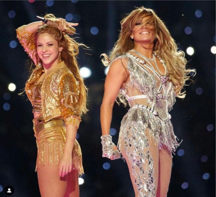Jennifer López y Shakira deslumbran en el descanso de la Supertazón