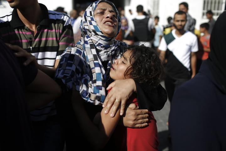 Israel ataca escuela para refugiados en Gaza; mueren 15