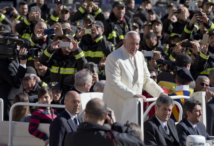 """La Iglesia rechaza el dinero """"sucio"""" de la explotación: Papa"""