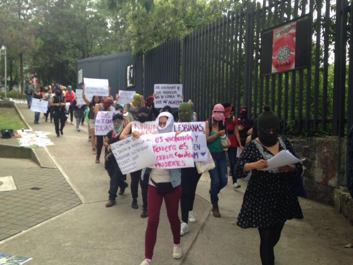 Alumnas marchan contra violencia de género en la UNAM