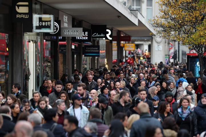 Tiendas de EU tratan de atraer multitudes en Black Friday