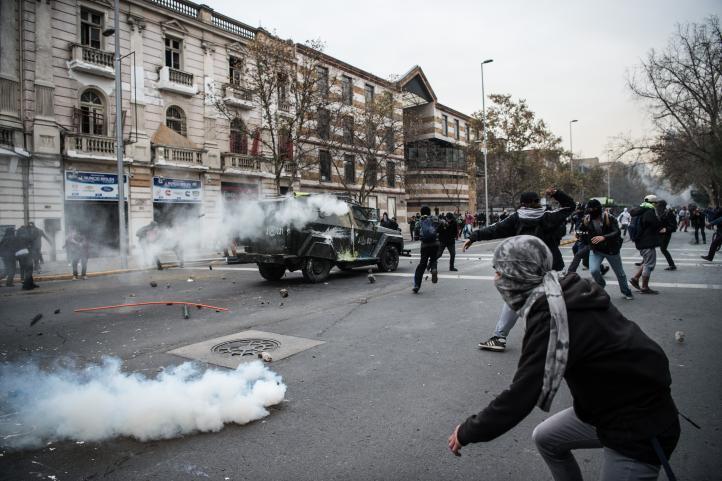 Se enfrentan estudiantes chilenos y policías
