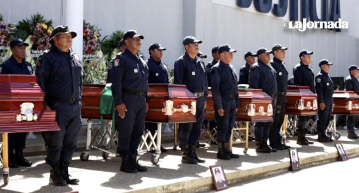 Despiden con honores a los 5 policías emboscados en Oaxaca