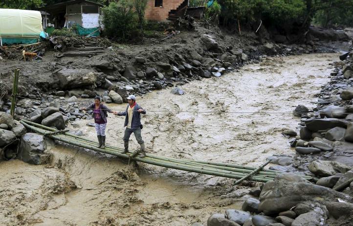 Colombia busca más víctimas en pueblo arrasado por avalancha