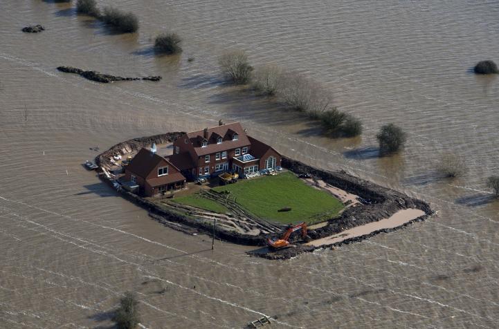 Miles de personas se quedaron sin energía eléctrica en Reino Unido por las fuertes tormentas